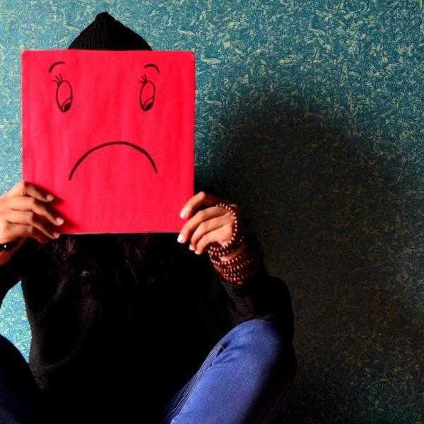 【悲しみ編】英語で感情を伝えよう、辛い時、悲しい時のネイティブの英語表現とスラング