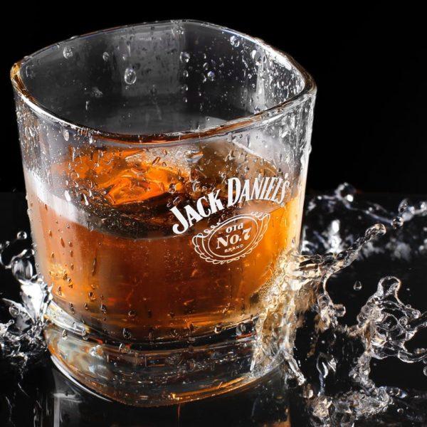 アメリカ(欧米)で人気のお酒を種類別に紹介!流行りの飲み方やつまみもチェック